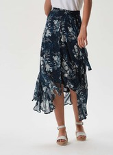 Falda vaporosa con estampado floral que podrás usar como pareo o para...