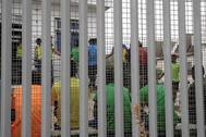 Inmigrantes en el CETI de Melilla tras el salto masivo a la valla