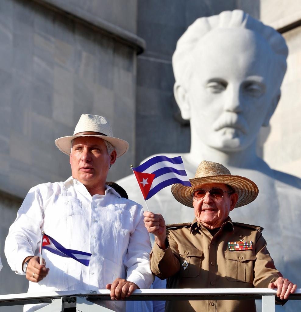 El presidente cubano, Miguel Diaz-Canel, y el líder del Partido...