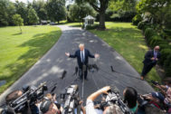 Washington (United States).- US President Donald J. <HIT>Trump</HIT> departs the White House for a weekend at his resort in Bedminster, New Jersey in Washington, DC, USA, 19 July 2019. The president also answered questions about a British oil tanker captured by Iranians in the Strait of Hormuz. (Estados Unidos) EPA/