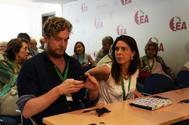 Maiorga Ramírez e Iratxe López de Aberasturi, ayer, durante la Asamblea Extraordinaria de EA celebrada en Vitoria.