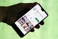 La aplicación FaceApp, en un smartphone