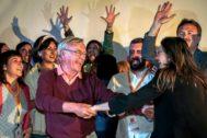 Joan Ribó y Mónica Oltra celebran el triunfo de Compromís en el Ayuntamiento de Valencia.