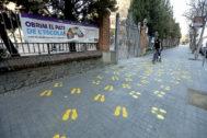 Escuela Ramon Llull de Barcelona, con lazos y pintadas amarillas