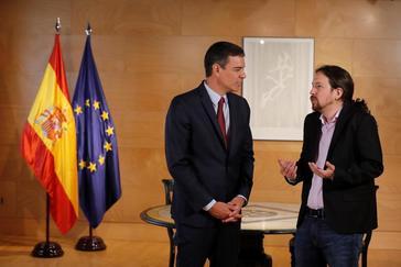El presidente del gobierno, Pedro Sánchez, y el líder de Podemos, Pablo Iglesias, durante la ronda de consultas para la investidura el día 9 de julio en el Congreso de los Diputados