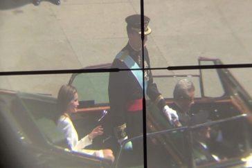 El 23 de junio de 2014, el día de la coronación, Santiago apuntó con su rifle a la cabeza del rey, de Letizia y de todos los mandatarios que asistieron.