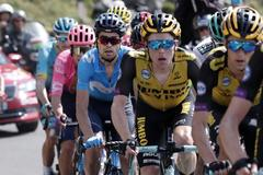 Tourmalet Bareges (France).- Spain's Mikel Landa (L) of Movistar team in action among the pack during the 14th stage of the 106th edition of the <HIT>Tour</HIT> de France cycling race over 117,5km between Tarbes and Col du Tourmalet, France, 20 July 2019. (Ciclismo, <HIT>Francia</HIT>, España) EPA/