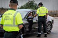 Un control de la Guardia Civil sobre tasa de alcohol y presencia de drogas en conductores.