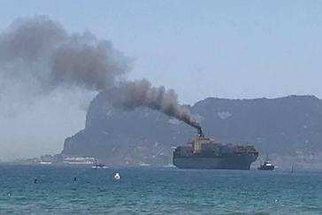 El buque portacontenedores detenido por contaminación en la bahía de Algeciras.