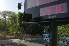 Media Andalucía en riesgo por las altas temperaturas