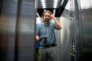 Pablo Iglesias, en un ascensor del Congreso