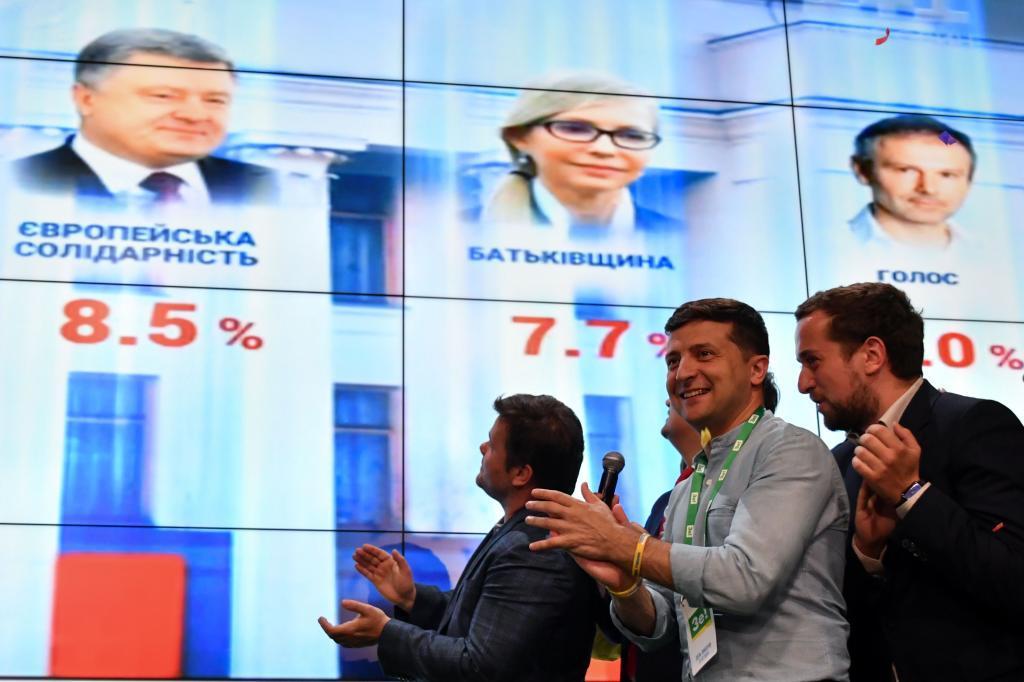 Una mayoría para pacificar Ucrania: Zelensky gana las elecciones con un 43,9%