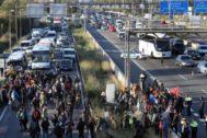 Un grupo de manifestantes cortó la C-31 a la altura de L'Hospitalet durante la 'vaga de país'