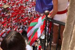 La alcaldesa socialista de Viana permite que EH Bildu exhiba la ikurriña