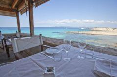 Vistas desde una mesa del restaurante Es Molí de Sal, en la isla de Formentera.