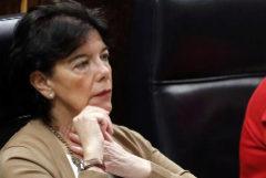 La ministra de Educación en funciones, Isabel Celaá, durante el Pleno de investidura.