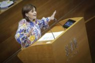 Isabel Bonig en las Cortes valencianas.