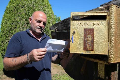 Bernard Colin, el cuidador del cementerio Charleville Mézières en Francia.