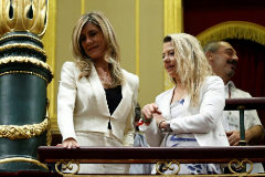Begoña Gómez siguió como invitada la primera sesión del pleno en el que su marido opta a la reelección como presidente del Gobierno.
