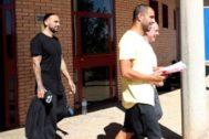 Aranda y Bravo, el 31 de mayo, a su salida de la prisión de Zuera.