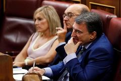 El portavoz del PNV, Aitor Esteban, en su escaño del Congreso antes de intervenir en el debate de investidura.