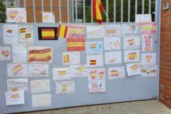 Imagen de la acción de protesta ante el colegio de Terrassa
