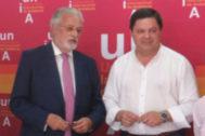 Jesús Maeztu, a la izquierda, junto al responsable de la UNIA en La Rábida.