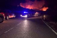 Desalojo de vecinos por el incendio en el Berrueco.