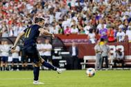 Landover (United States), 23/07/2019.- Real Madrid forward Gareth <HIT>Bale</HIT> make a penalty kick attempt against the Arsenal at the end of the second half of the International Champions Cup (ICC) soccer match between Real Madrid and Arsenal at FedExField in Landover, Maryland, USA, 23 July 2019. (Estados Unidos) EPA/