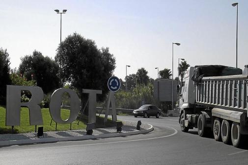 Rotonda de entrada a la base naval de Rota.