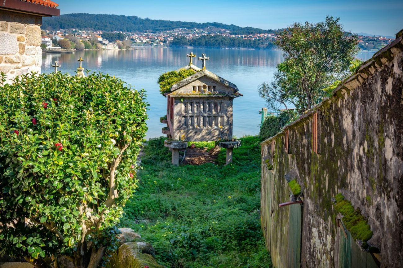 En plena Rías Baixas, a tan sólo seis kilómetros de Pontevedra, se...
