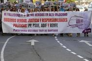 Las víctimas del accidente se han manifestado este miércoles en Santiago.