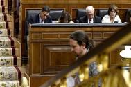 Pablo Iglesias y Pedro Sánchez, en el Pleno de investidura celebrado el lunes en el Congreso.
