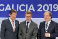 El presidente de la Xunta, Alberto Núñez Feijoó, junto a Juan Vicente Herrera (dcha.) y Javier Fernández (izq.).