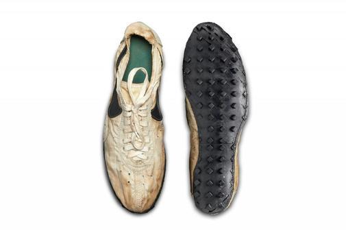 asustado Cereal en un día festivo  Precio récord para unas zapatillas Nike: 437.000 dólares por unas viejas  'Moon Shoe' | Ahorro y Consumo