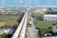 Los tubos del trasvase a la altura del AVE.