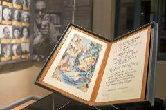 Fotografía de la obra de Mahfuz que se exhibe en el museo que dedican a élen Egipto.