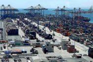 Vista aérea de uno de los muelles del Puerto de Valencia.