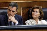Pedro Sánchez y Carmen Calvo, este martes en la sesión de investidura.