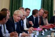 Boris Johnson, reunido con su nuevo Gabinete en Londres.