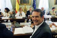 El presidente de la Femp, Abel Caballero, en una reunión que celebró el pasado año con la ministra de Hacienda, María Jesús Montero.