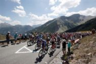 Valloire (France).- The pack of riders in action during the 18th stage of the 106th edition of the <HIT>Tour</HIT> de France cycling race over 208km between Embrun and Valloire, France, 25 July 2019. (Ciclismo, <HIT>Francia</HIT>) EPA/