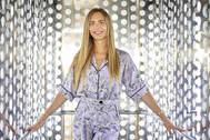 La modelo Ángela Ponce, en el ascensor de las Setas de Sevilla.