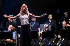 La directora Maria Schneider durante su actuación en el festival Jazzaldia.