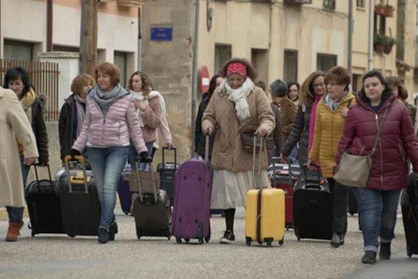Las mujeres de Bernuy de Porreros (Segovia) abandonan el pueblo.