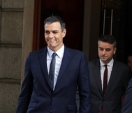 Pedro Sánchez e Iván Redondo salen del Congreso de los Diputados.