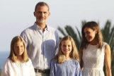 Los Reyes retrasan sus vacaciones y Don Juan Carlos reaparece en Mallorca por sorpresa