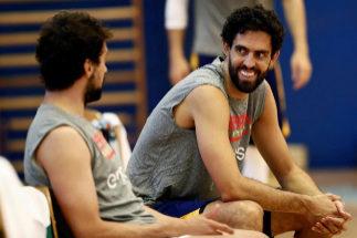 GRAF9248. MADRID.- El base y escolta Sergio Lull, junto al alero Javier <HIT>Beirán</HIT> (c), durante el entrenamiento de la selección española de baloncesto que tuvo lugar este viernes en el Centro Deportivo Triángulo de Oro, en Madrid.