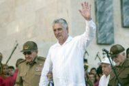 El presidente cubano Miguel Díaz Canel, junto a Raúl Castro.