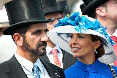 El emir de Dubai junto a Haya de Jordania en el Derby de Epsom en 2010